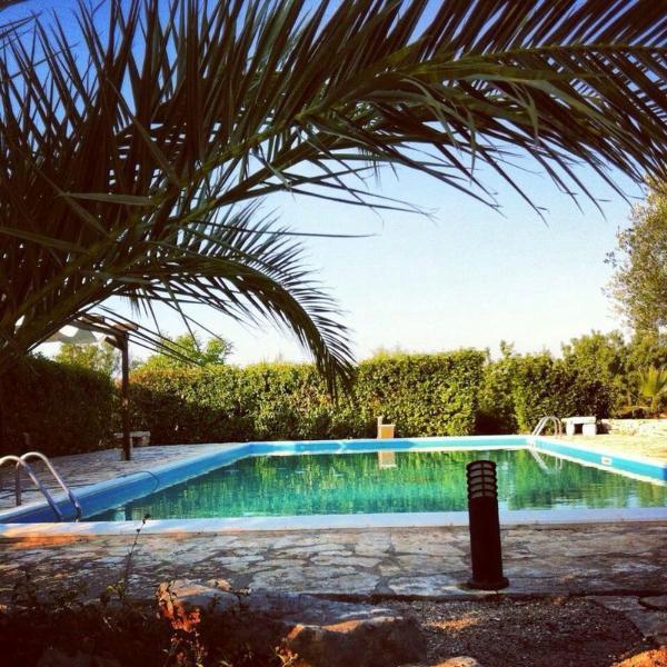 villa di trulli e lamie con piscina – semesterbostad i Chiobbica