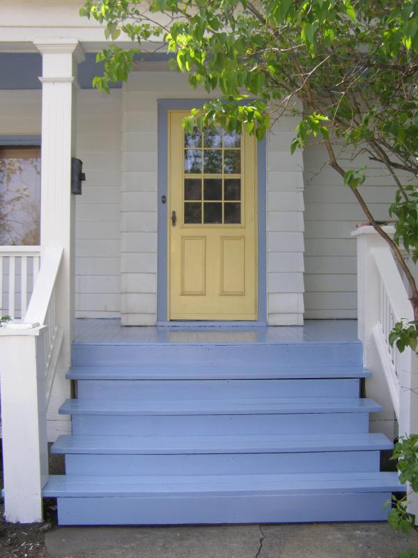 Welcoming front door in classic Scandinavian colors.