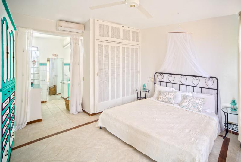 Lovely Master room, King bed, air conditioning (optional)