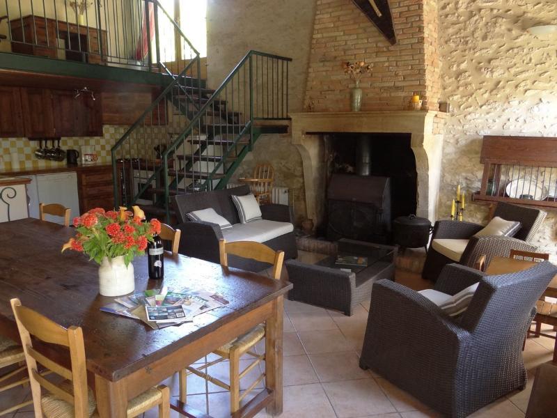 comedor de planta abierta y sala de estar. Cottage Les Chênes.