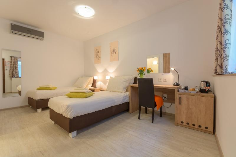 OLD TOWN Rooms and Apartments - Room 1 - Twin Beds