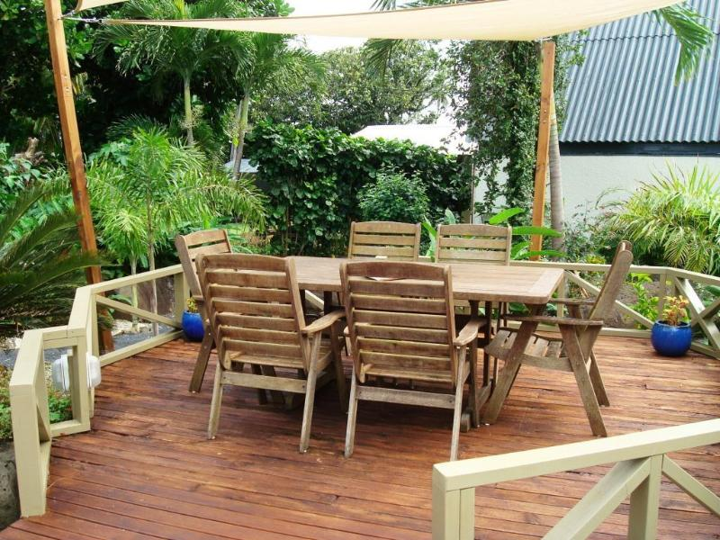 Outdoor dinning area - Beer & Wine garden  - perfect for afternoon sun-sets