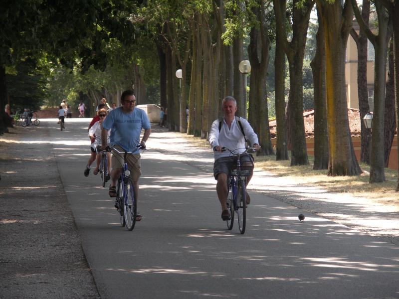 Ciclismo en los muros de Lucca