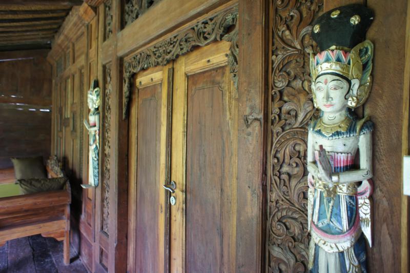 The entrance of the gladak