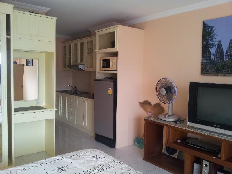 Studio Condo unit In ViewTalay 1 Jomtien ,near Pattaya Thailand, holiday rental in Pattaya