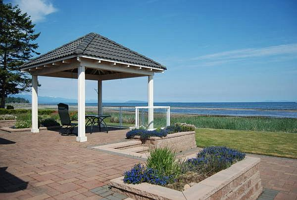 Awesome 3 Bedroom Ocean and Beach Front French Creek Rancher in Parksville, holiday rental in Errington