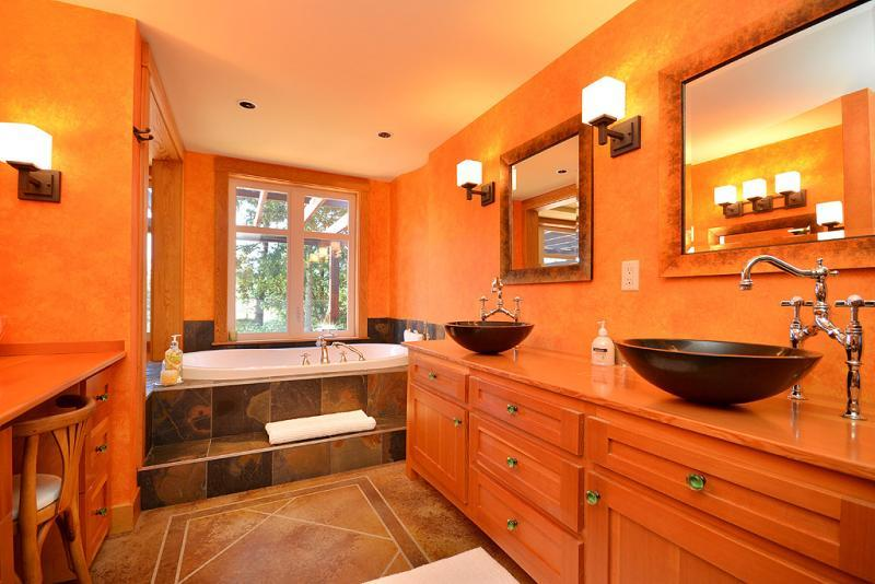 Master bedroom En suite with double sinks and a tub for two