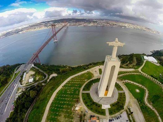 Vista aéria do Cristo Rei, Almada e Lisboa na outra margem