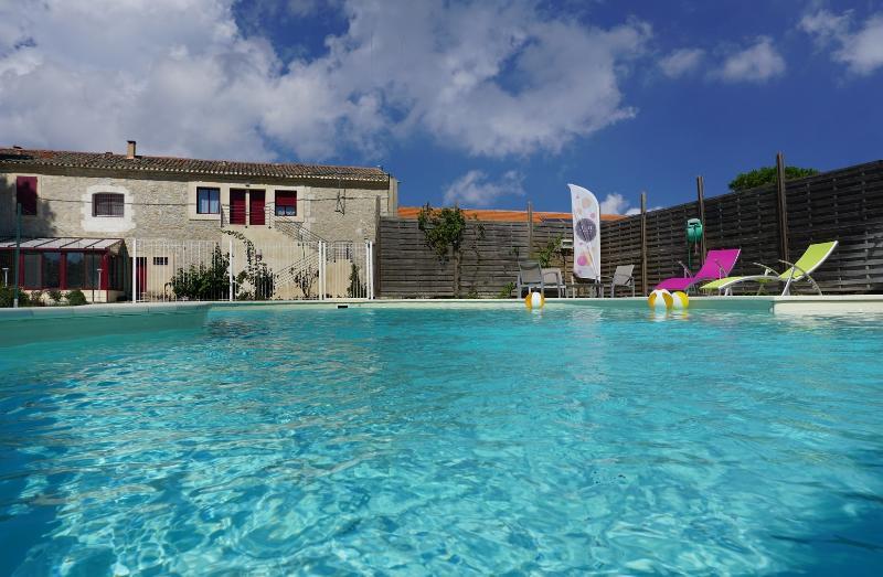 Les Chambres de Montplaisir - Chambre Chantecler, holiday rental in Marsillargues