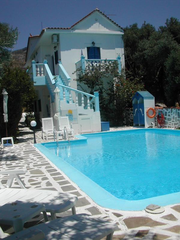 Angolazione della piscina e zona lettini