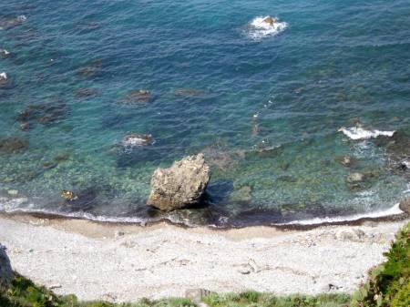 vista dal giardino della villetta (spiaggia a cui si può accedere dal Residence)