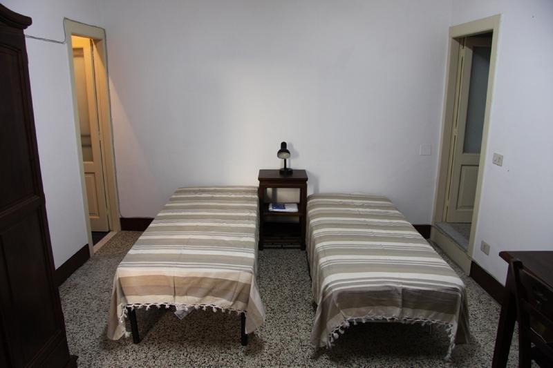 Camera da letto al 2° piano; bedroom at the 2nd floor