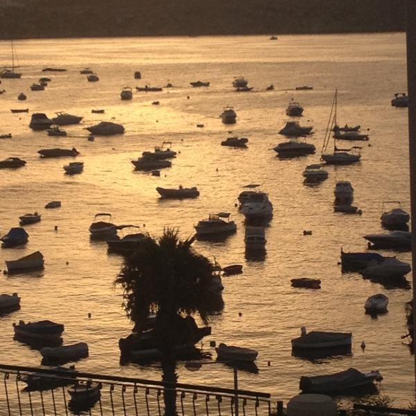 Puerto Bahía del St Paul en puesta del sol. (no tomada desde el apartamento)