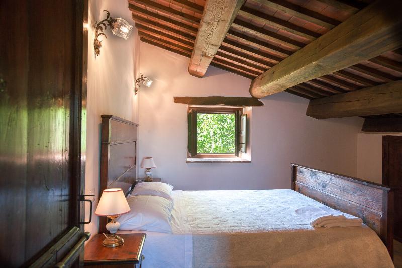 camera matrimoniale in legno dell'appartamento Della bella vista