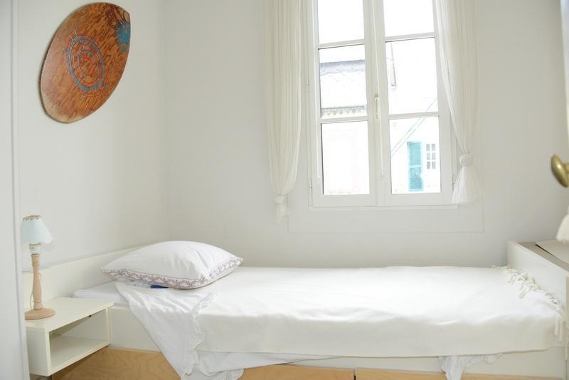 Une chambre avec 2 lits simples (possibilité jusqu'à 3 couchages si enfants)