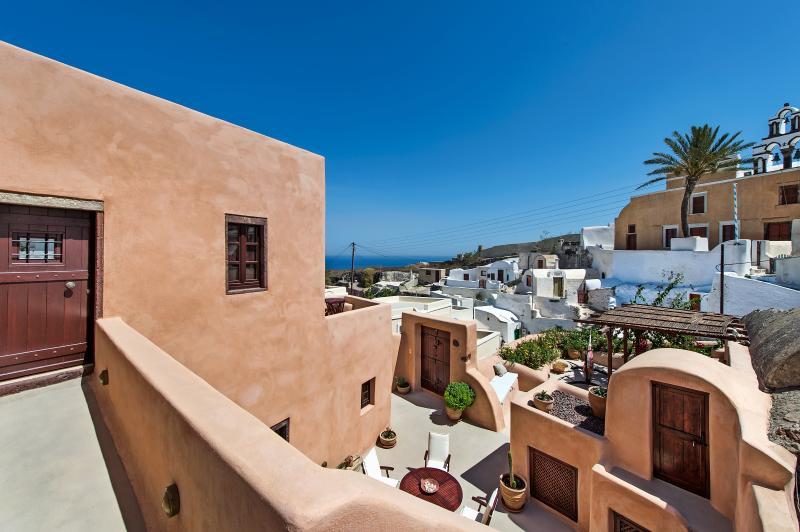 Azalea Houses Suite - Finikia Traditional Houses, holiday rental in Finikia