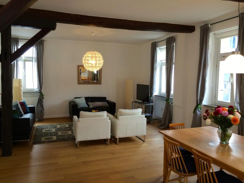 espacio de comedor y sala de estar