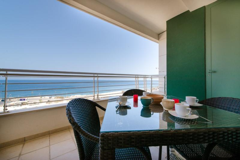 SEAFRONT APARTMENT AT FORT CAMBRIDGE, SLIEMA (ENHANCED CLEANING PROTOCOL), holiday rental in Sliema