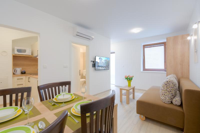 OLD TOWN Rooms and Apartments - APARTMENT 3, holiday rental in Ljubljana