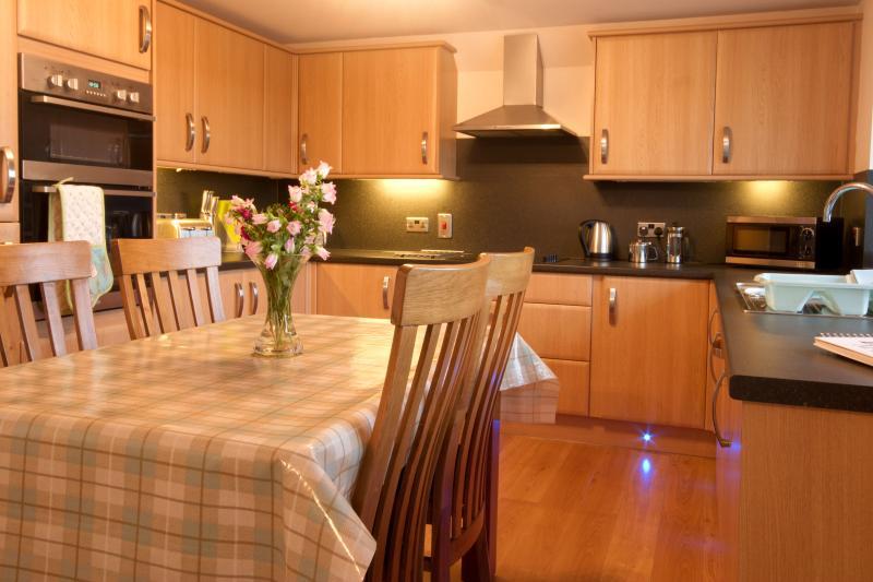 Beautifully finished dining kitchen