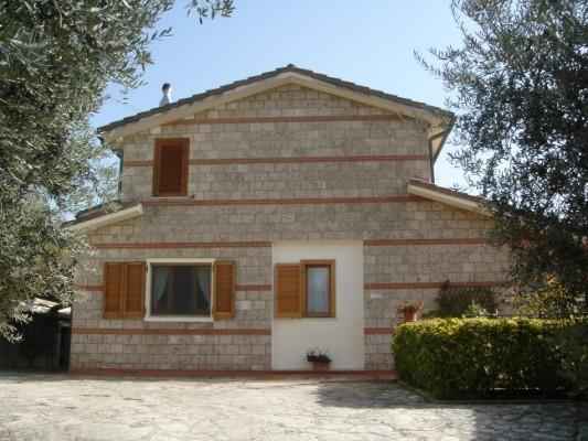 B&B vento tra gli ulivi, vacation rental in Labro