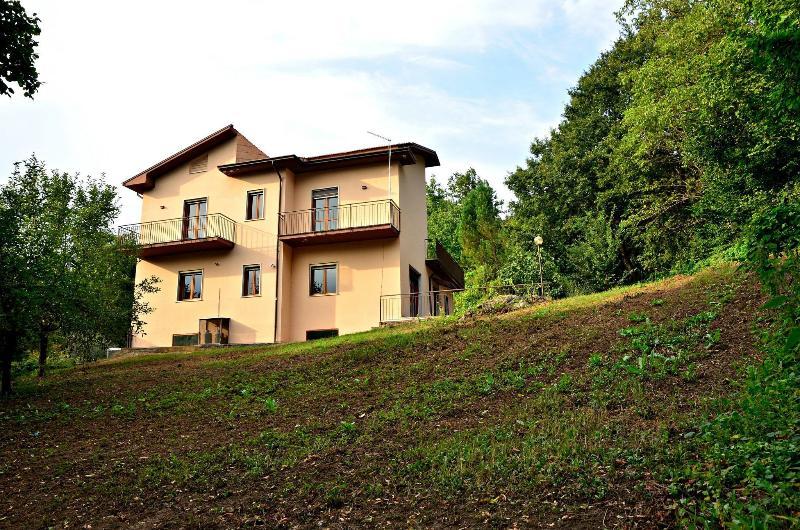 Eine Ansicht der Villa Alma aus den umliegenden Gelände