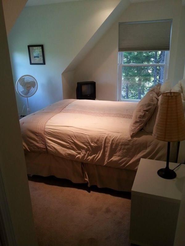 3rd floor queen bedroom