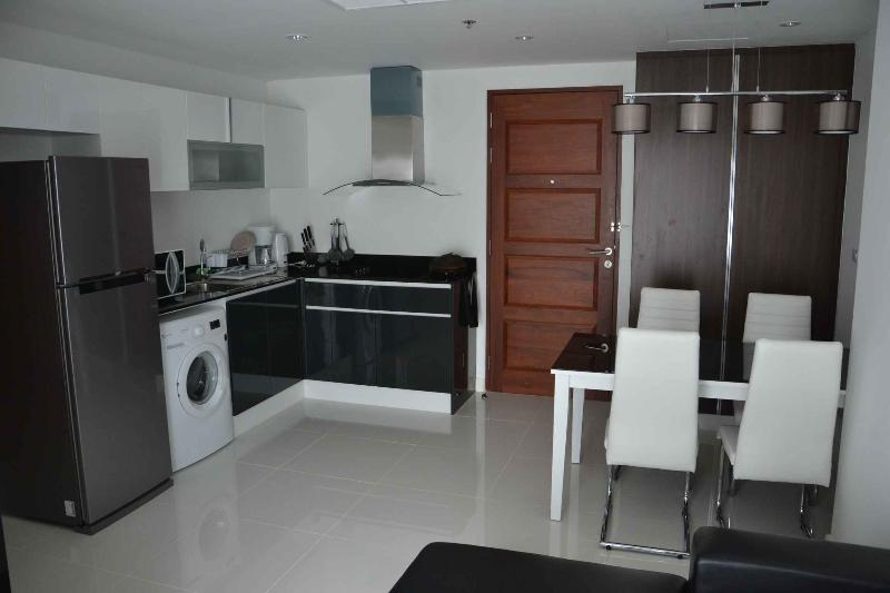Dining area for 4 Person and fully equipped Kitchen with Stove with 4 Burners