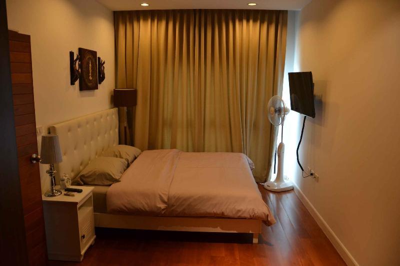 Masterbedroom with Luxury Latex Matrace, nice Bedlinen and wall mounted LED TV