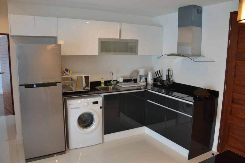 Fully equipped Kitchen with 7kg Washing Machine and huge Fridge