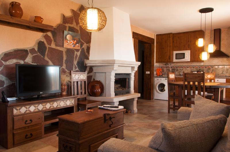 Casa Rural La Dueña B, vacation rental in Orea