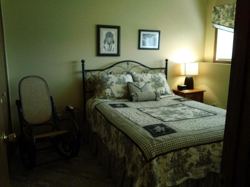Queen lower bedroom