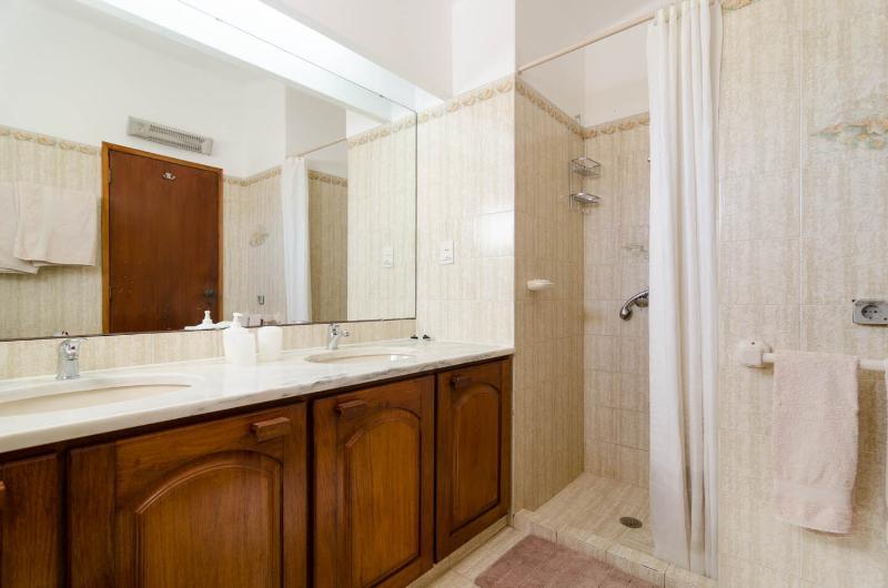 Chambre 2 salle de bains