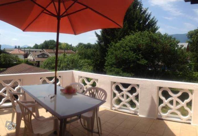 Profitez d'une grande terrasse exposée plein sud et donnant sur un jardin