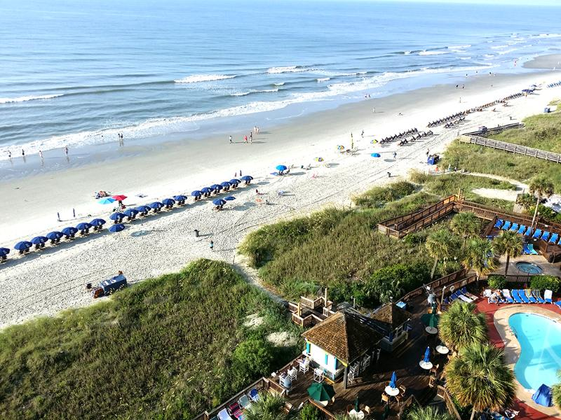 Steps from the beach, great views from the 10th floor balcony!