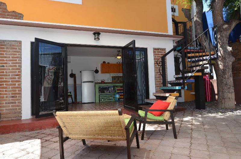 Casita Tamarindo. Two blocks from the Malecon!, location de vacances à La Paz