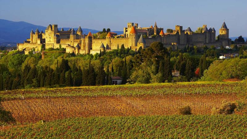 Carcasonne's #1 attraction, the medieval walled city, is just 1km to the east of Maison Juliette