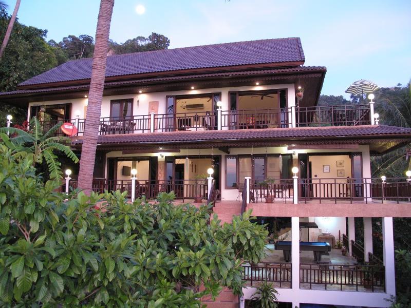 Villa estrellas en Koh Tao en el crepúsculo