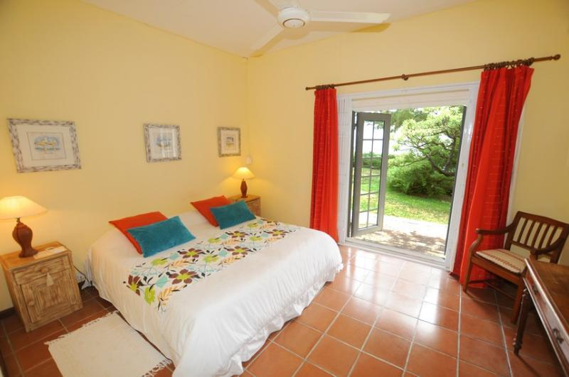 bedroom to garden and sea