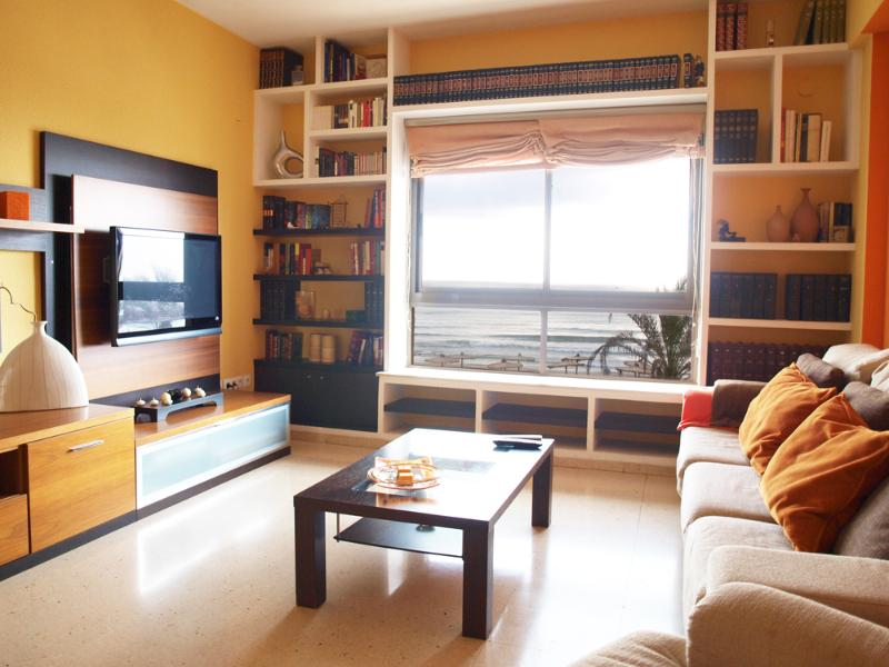 Spacious lounge overlooking the sea. Wide living room sea views