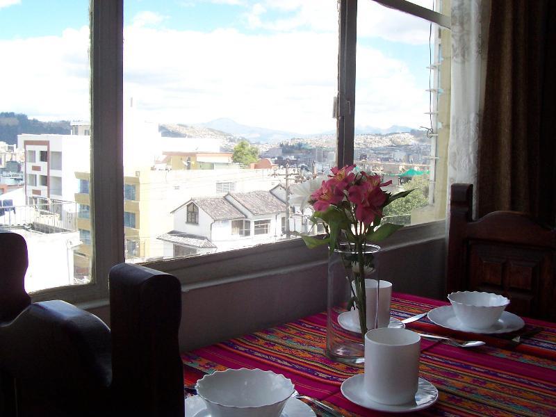 STUDIO IN QUITO - AMAZING VIEW OF THE ANDES !!!, alquiler de vacaciones en Quito