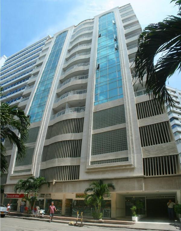 Edificio Excalibur entrance is 50 meters from beach.