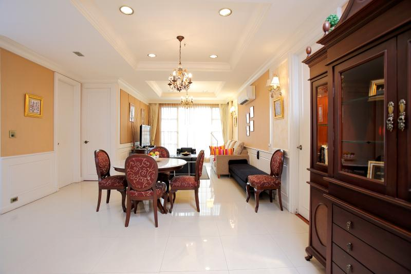 Central Bangkok 2+1 Bedroom Apartment on Sukhumvit Rd, vakantiewoning in Bangkok