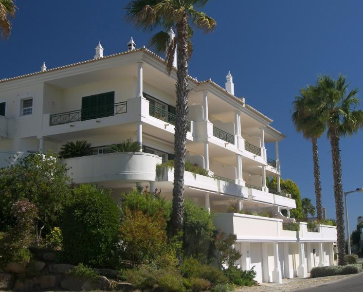 Casa Steve with large sunny terrace with great views over Vale Do Lobo Tennis
