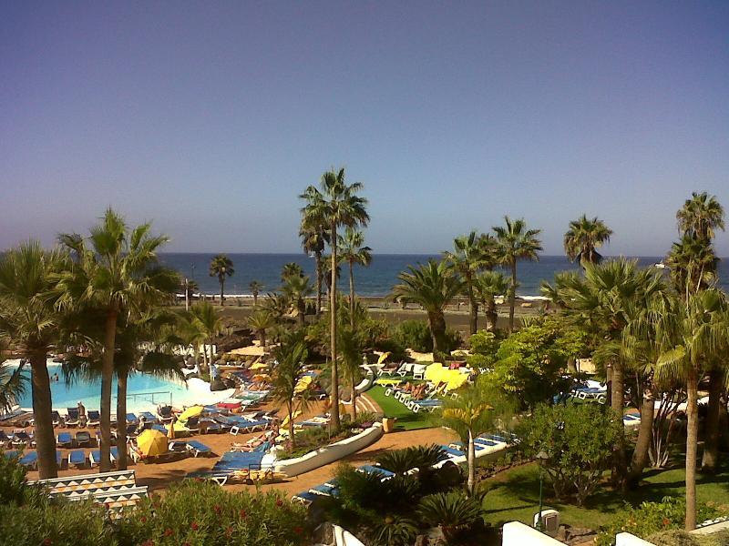splendida piscina e vista sul mare
