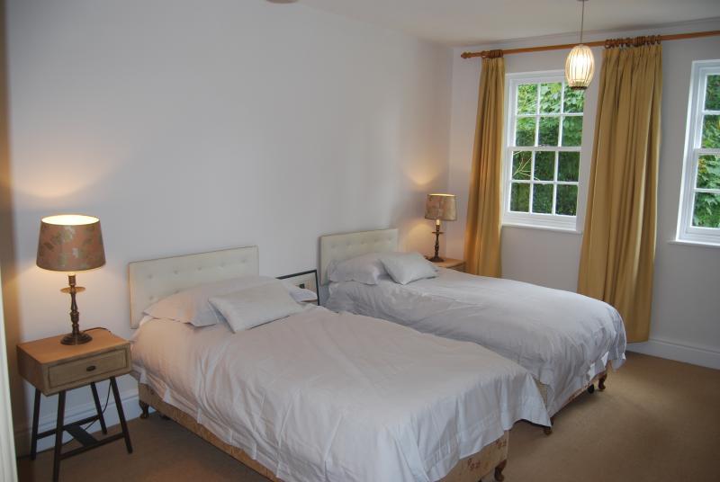 twwin bedroom (can sleep 3)