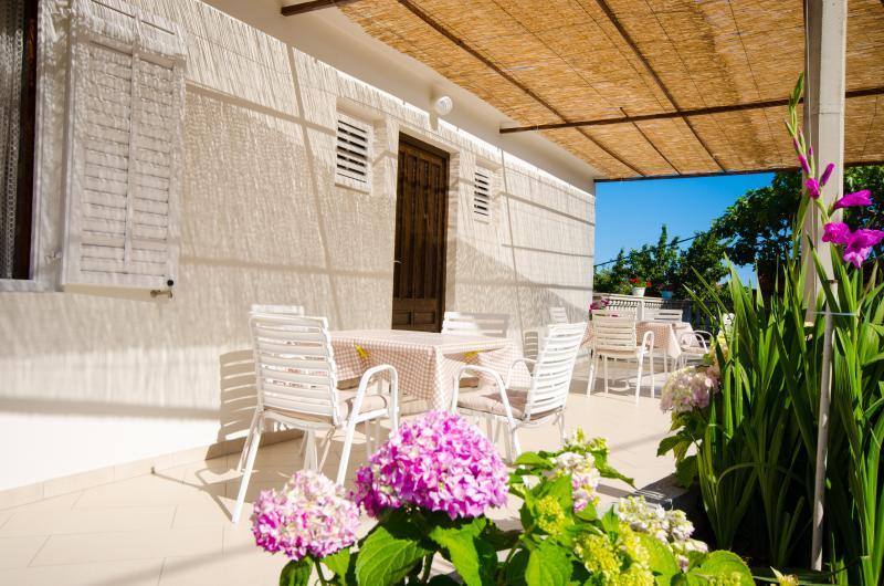 Rose Rooms 3***, alquiler de vacaciones en Molunat