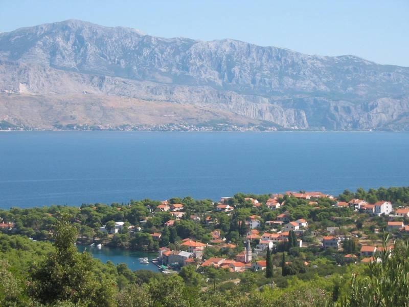 Panoramic view of Splitska.