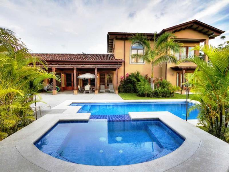 casa Almendro con piscina