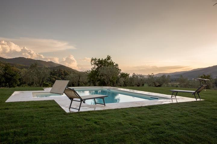 Gaggioleto, magnificent panoramic villa among the singular hills of Cortona., holiday rental in La Strada-Santa Cristina